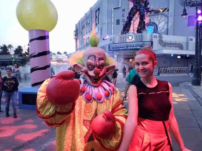 Killer Clowns Scare Zone At Halloween Horror Nights Orlando 2018