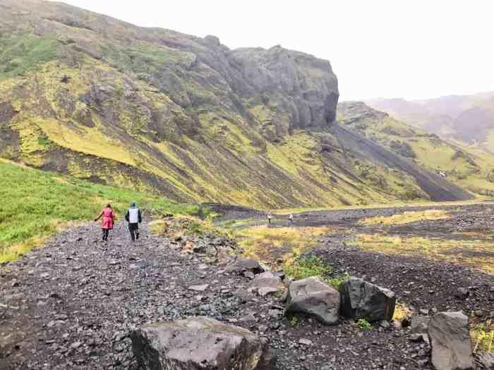 Hike to Seljavallalaug pool in Iceland