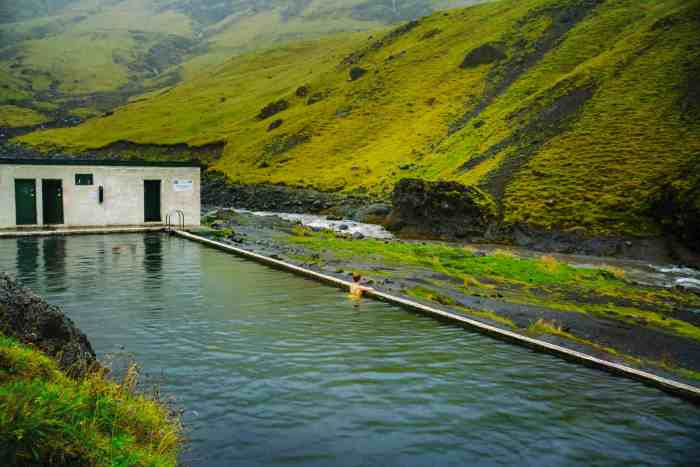 Iceland's Seljavallalaug pool | visiting Seljavallalaug hot springs in iceland