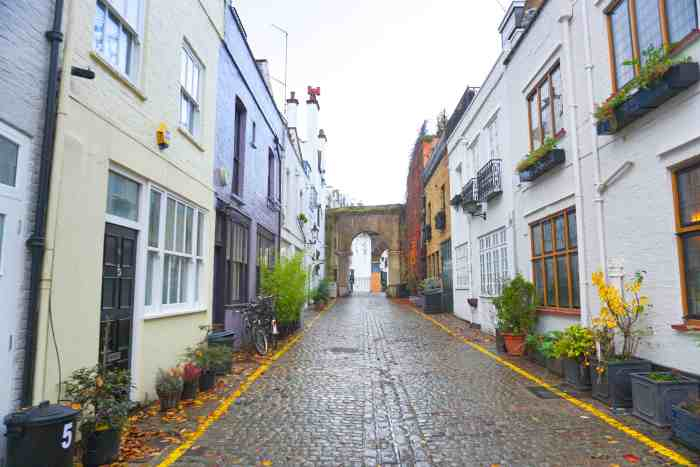 Kynance Mews Is one of the prettiest streets in London you must visit | london travel tips