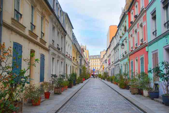Rue Cremuix is one of the most colorful streets in Paris | best paris photography spots