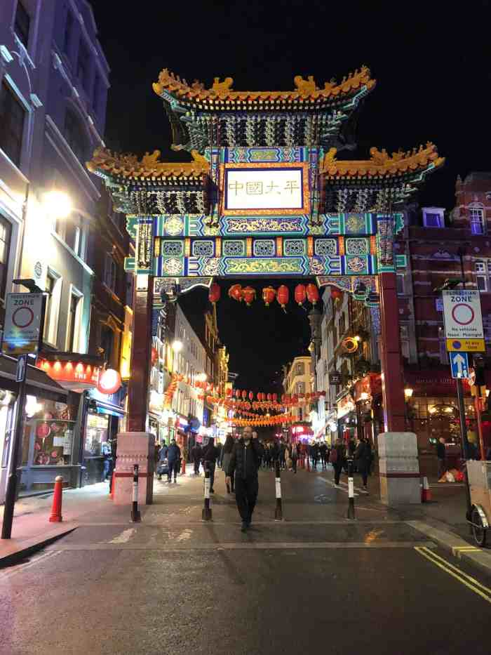 Chinatown Gate in London is one of the best streets in London! | London streets to visit