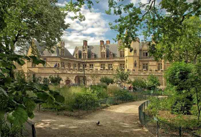 Where to stay in Paris in the spring | best Paris hotels