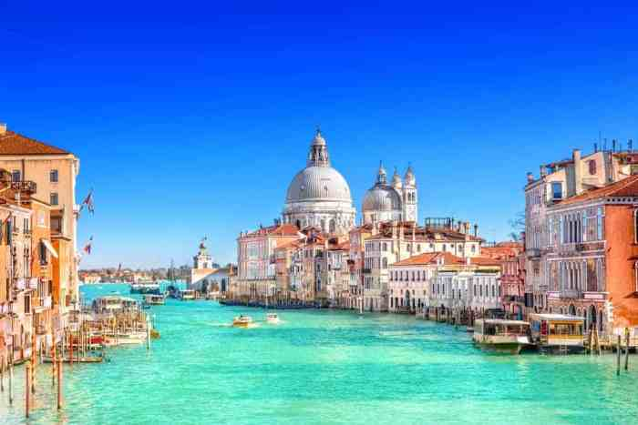 Venice Is Made Up Of Over One-Hundred Islands, And You Can Walk Them Within A Day