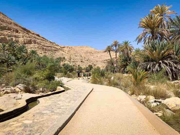 Parking lot walkway to Wadi Bani Khalid