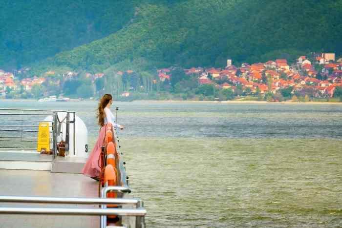 view while sailing on iron gates