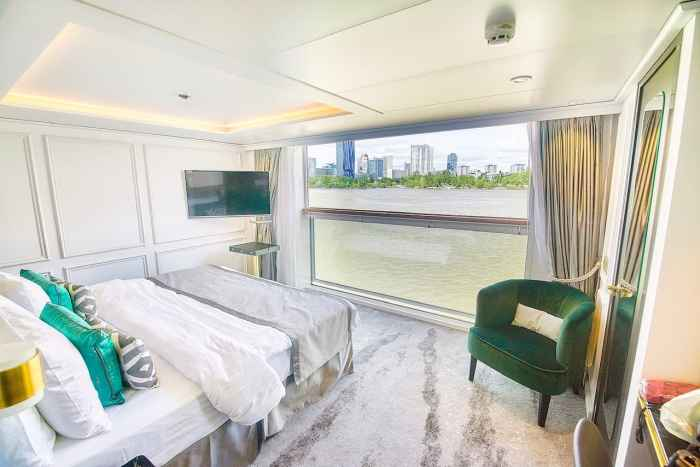 Panoramic suite on crystal river cruises