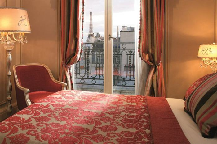 Hotel Balzac offers historical views of the Eiffel Tower in Paris