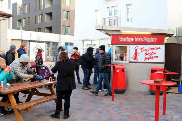 prices in Iceland for people eating at hot dog food truck