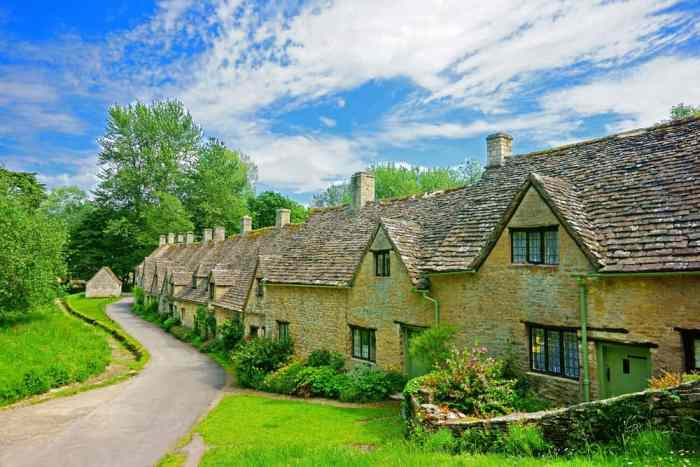 Bibury is known for its beautiful honey and yellow limestone buildings!