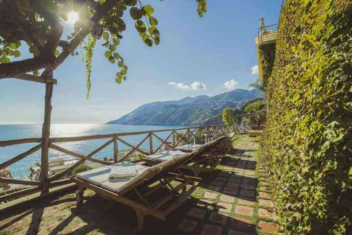 A lovely balcony with a sea-view at Hotel Botanico San Lazzaro. It's where to stay on the Amalfi Coast!