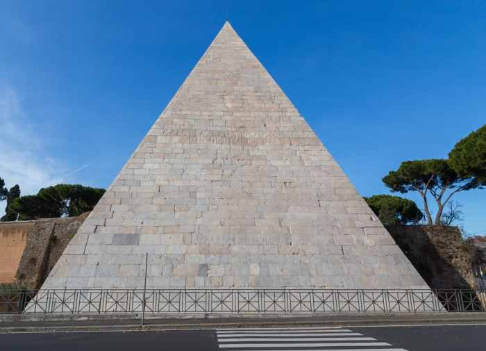 Pyramid of Gaius Cestius 4 days in Rome