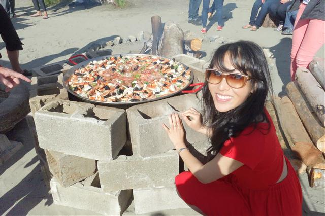 Post image for Tofino, BC –  West Coast Paella on the Beach (Biggest Paella ever)