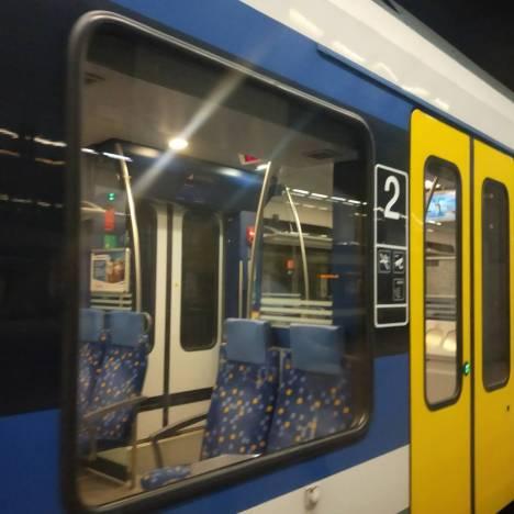 匈牙利奇景之火車座位設計好詭異