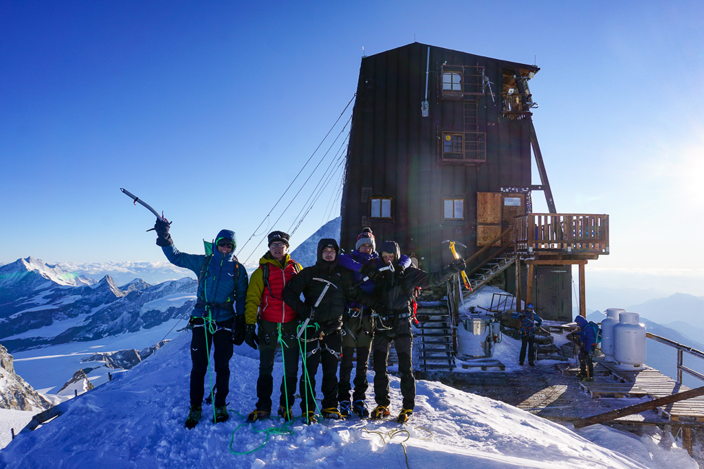 """Featured image for """"Capanna Margherita 4554m"""""""