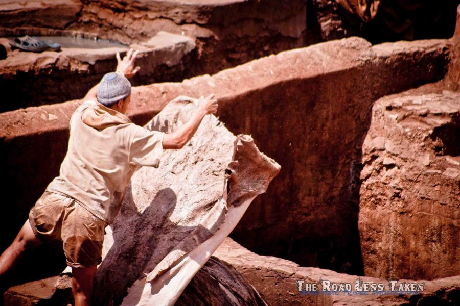 Man throws leather, Fes Tannery