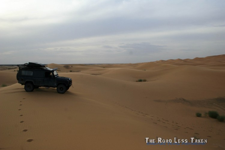 land rover driving in the sahara