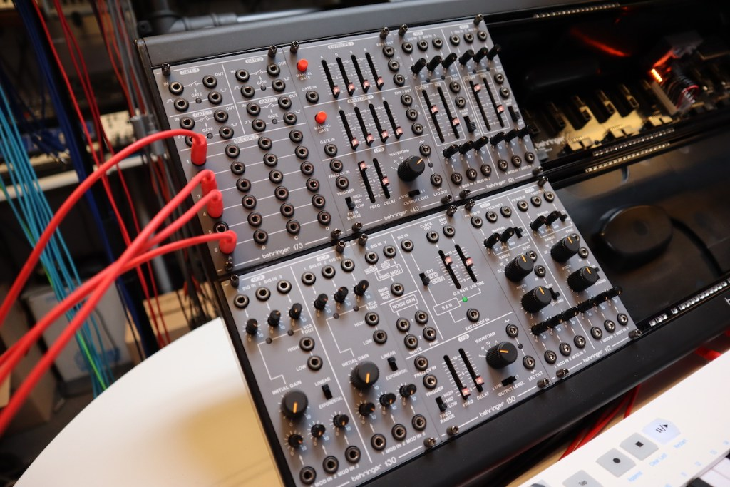 Video – Behringer System 100M Eurorack modular modules