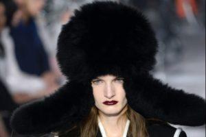 cappello-nero-in-pelliccia