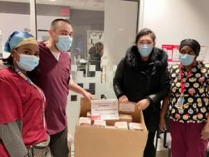 Jessica Pastries a remis des gâteaux aux employés de l'urgence pour Noël 2020