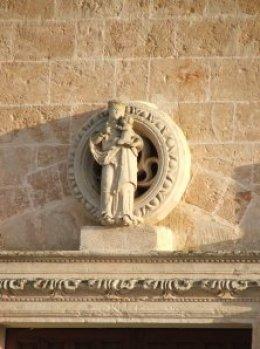 Particolare del portale in pietra leccese