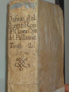 libri-con-rilegatura-in-pergamena-dove-si-evidenzia-che-vecchi-di-400-anni-sono-ancora-intatti-biblioteca-r-caracciolo-lecce-fot-g-de-filippi-3