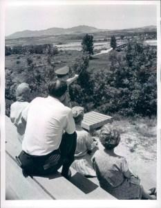 2. Guida Turistica nella localit à di Panmunjom, Corea,  1966