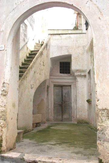 Galatone, casa a corte. Immagine tratta da http://culturasalentina.files.wordpress.com/2009/07/suggestiva-casa-a-corte-nel-centro-storico-di-galatone.jpg