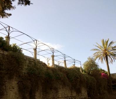 Giardino e lato interno delle mura di Lecce
