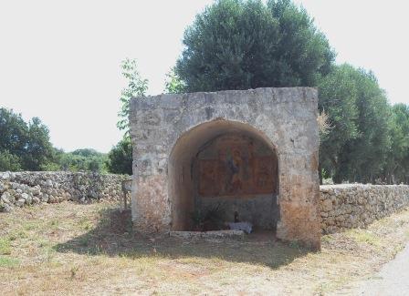 Edicola votiva, contrada Homo morto, sulla via vecchia per il porto