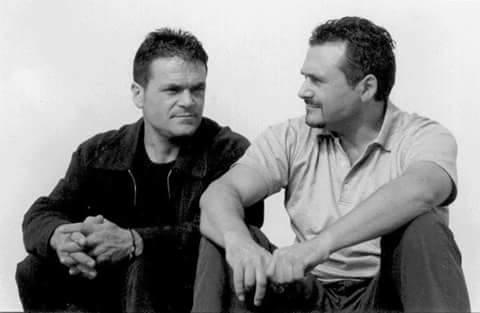 a sinistra Gianni de Santis, a destra suo fratello Rocco. Musicisti di Sternatia,  gli ultimi cantori in griko