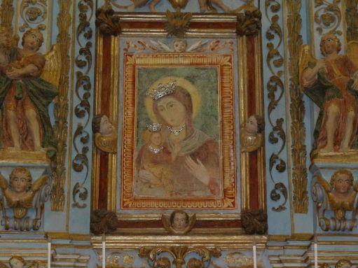 Particolare dell'Altare della chiesa di Pasano con al centro l'antico dipinto della Vergine