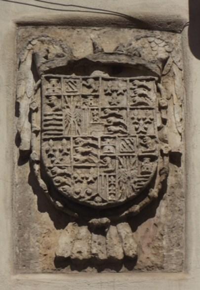 Fig. 1. Latiano, chiesa del SS. Crocifisso, muro perimetrale, particolare dello stemma lapideo