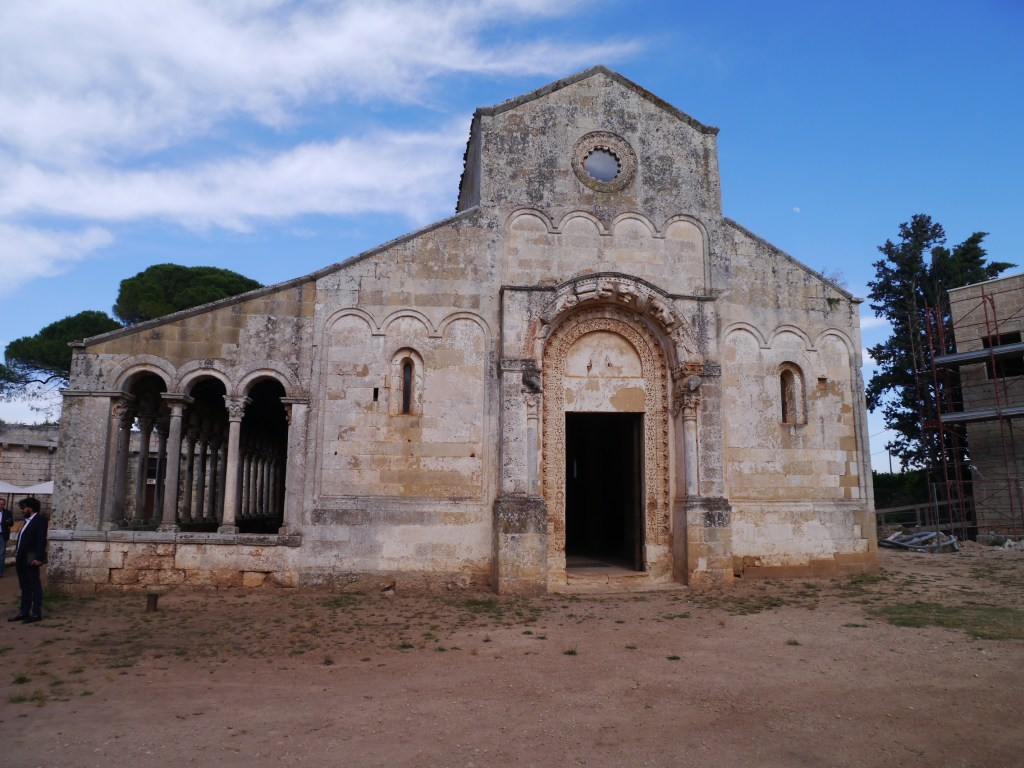 Facciata dell'abbazia di S. Maria di Cerrate (ph Francesco Guadalupi)