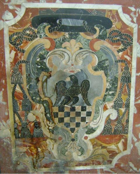Fig. 13 – Sulmona, abbazia di S. Spirito al Morrone, altare sinistro della chiesa interna, stemma dell'abate generale dei Celestini Ludovico Grassi, privo del quarto di religione (foto di Fabio Valerio Maiorano)
