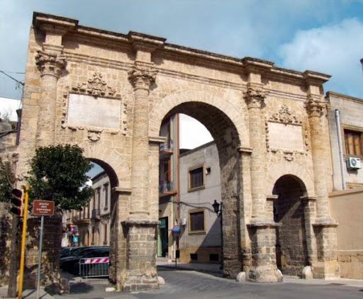 Urbanistica in Terra d'Otranto. Il caso di Francavilla e le sue porte urbiche