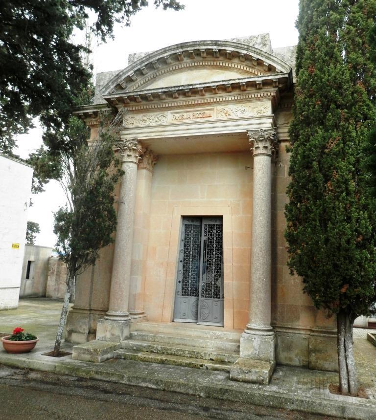 Tradizioni ed edilizia funerarie a Spongano