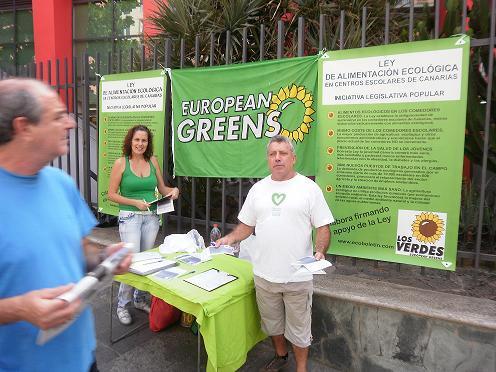 Verdes canarios recogiendo firmas (imagen en ecoboletin.blogia.com)