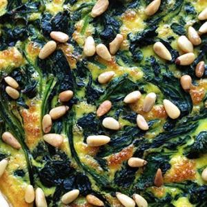 Spinach tart with pine nuts