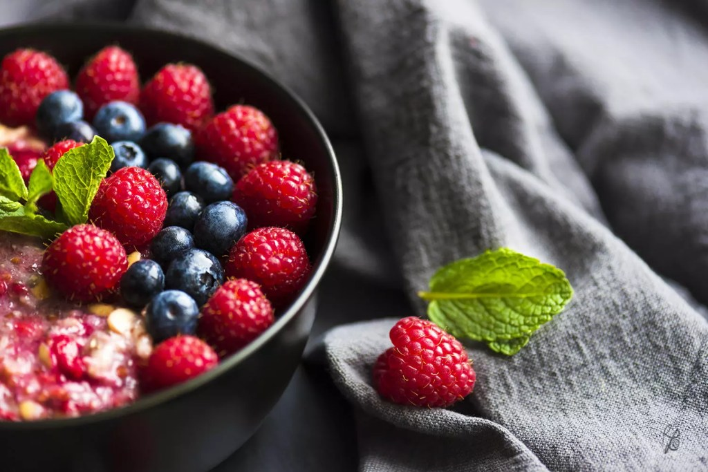Adding berries to your porridge provides you important antioxidants. Now, I'm definitely hungry.. :)
