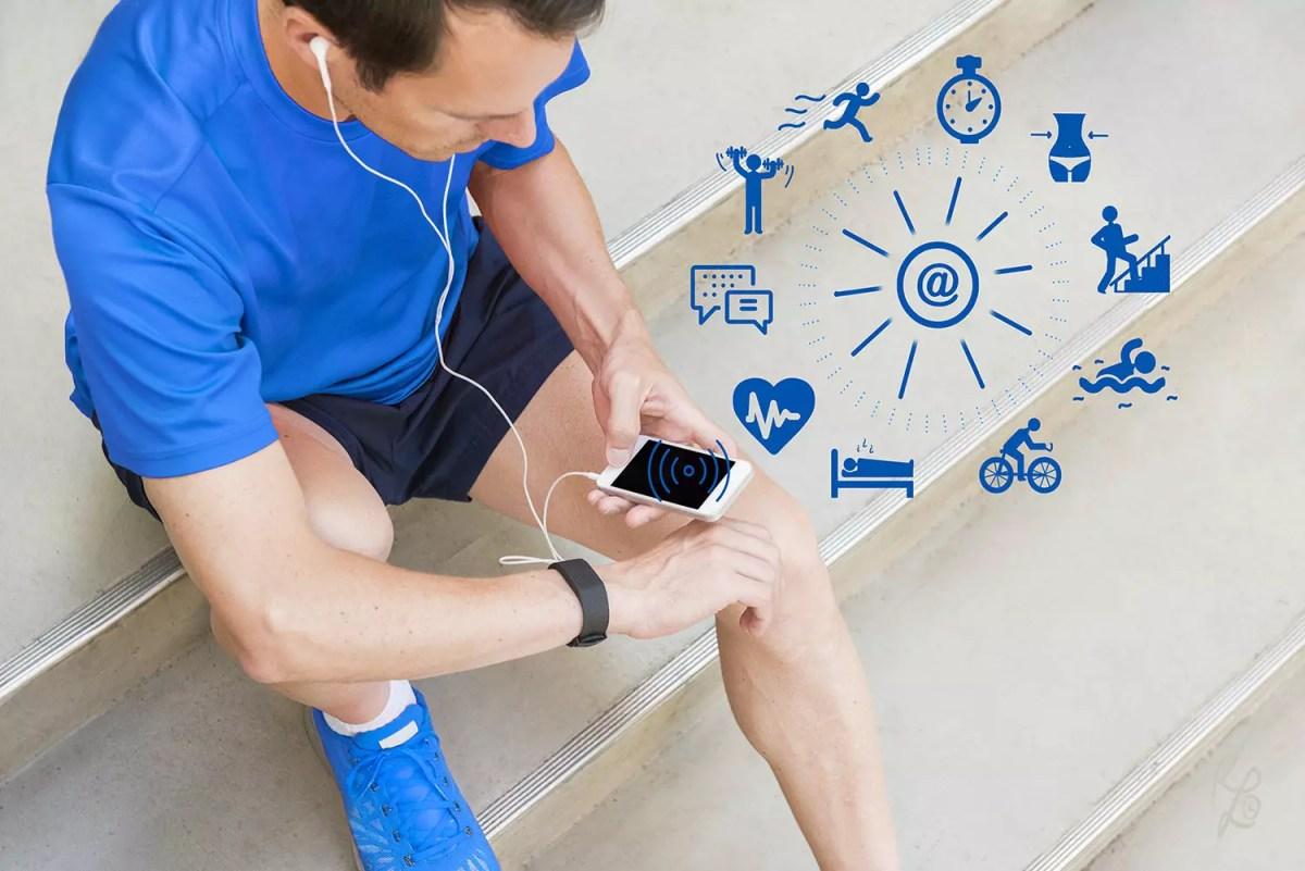 Auch ein Fitnesstracker und Apps können Dich zusätzlich motivieren am Ball zu bleiben