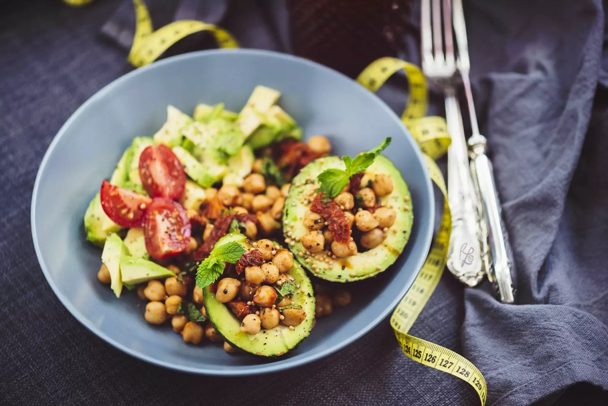 It looks delicious and it really is – Chickpea-Avocado-Salad