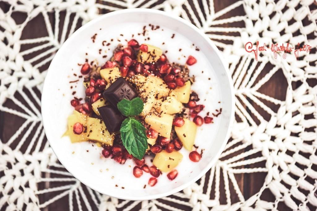 My vegan foodporn in the morning – say hello to my mango-pomegranate-overnight-buckwheat-oats