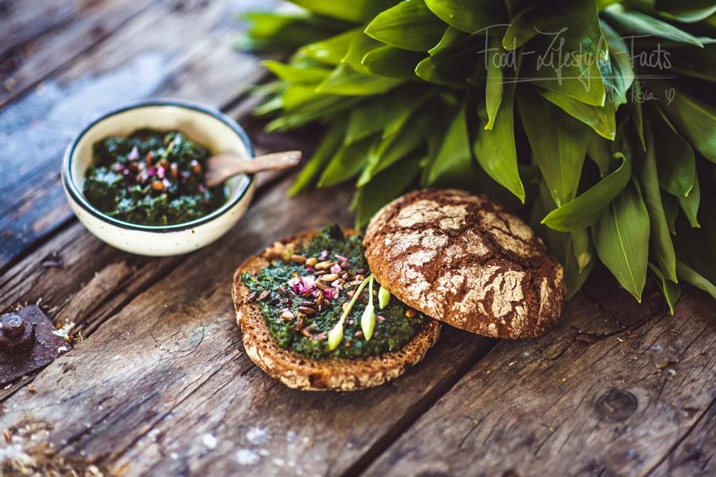 Ich liebe das Bärlauchpesto beispielsweise auf frisch gebackenem Brot mit etwas Meersalz