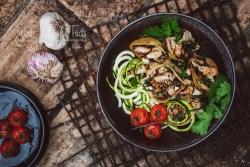 Gefüllte Muschelpasta mit Blumenkohl, Spinat und Mandeln