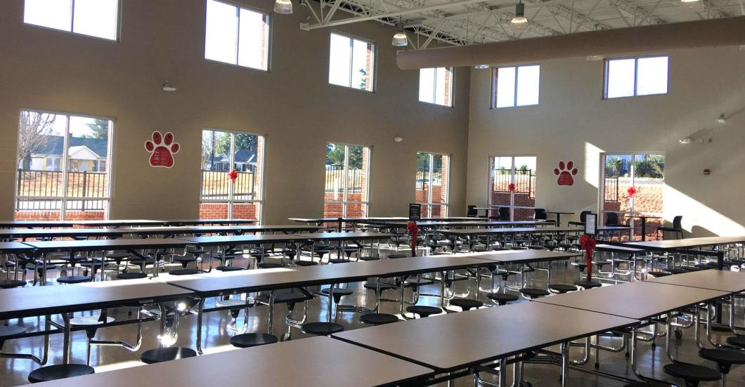 New elementary school cafeteria debuts with holiday feast | Food Management