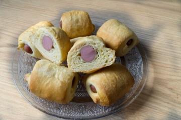 Worstenbroodjes van croissantdeeg | Foodaholic.nl