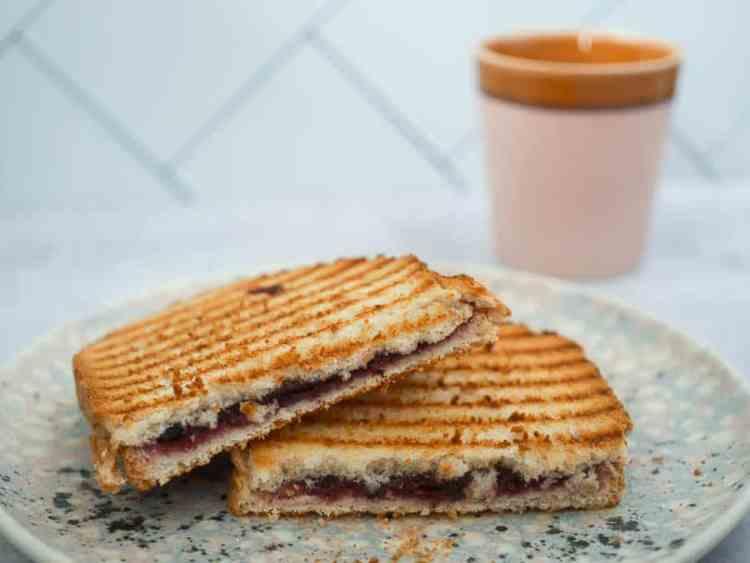 Tosti met jam | Foodaholic.nl