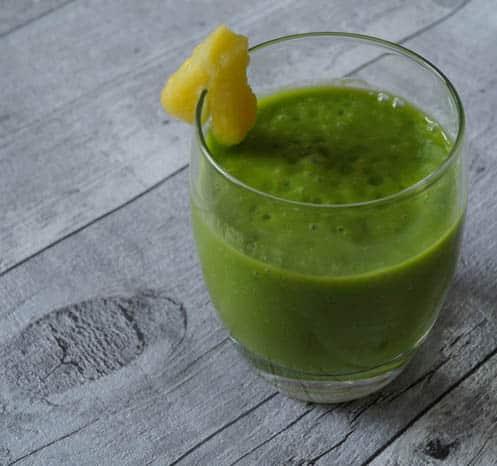 groene smoothie met avocado en ananas | Foodaholic.nl