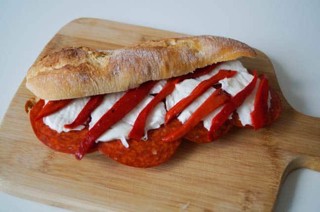 Broodje chorizo, mozzarella en paprika   Foodaholic.nl